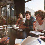 Qual a importância da integração de setores na gestão empresarial?