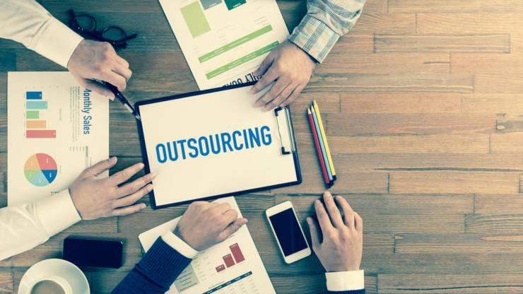 parcerias com empresas de outsourcing de TI